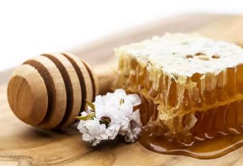 Manuka Honey: Life Changer or Money Waster?